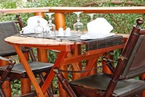 table en terrasse africaine